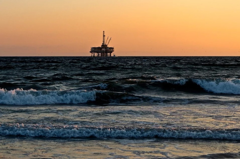 Ceny ropy podążają do 50 USD za baryłkę - GospodarkaMorska.pl