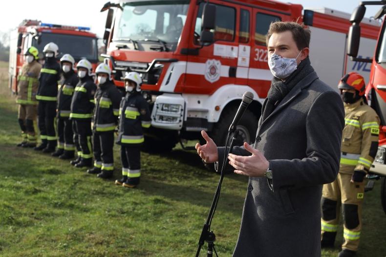 Nowe wozy strażackie dla OSP z Wyspy Sobieszewskiej - GospodarkaMorska.pl