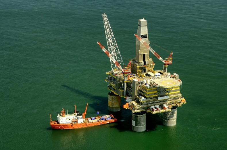 Notowania ropy rosną - rynki ignorują dane o potężnym wzroście zapasów surowca w USA - GospodarkaMorska.pl