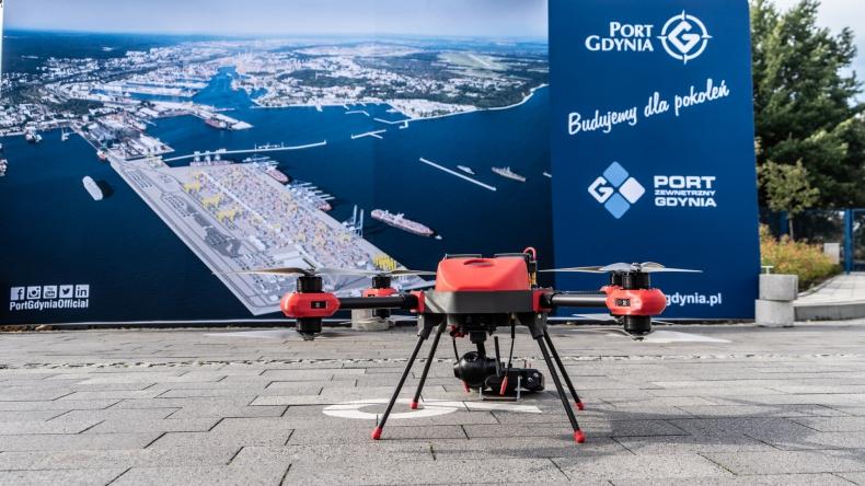 """Nowatorski """"system dronowy"""" w Porcie Gdynia (wideo) - GospodarkaMorska.pl"""