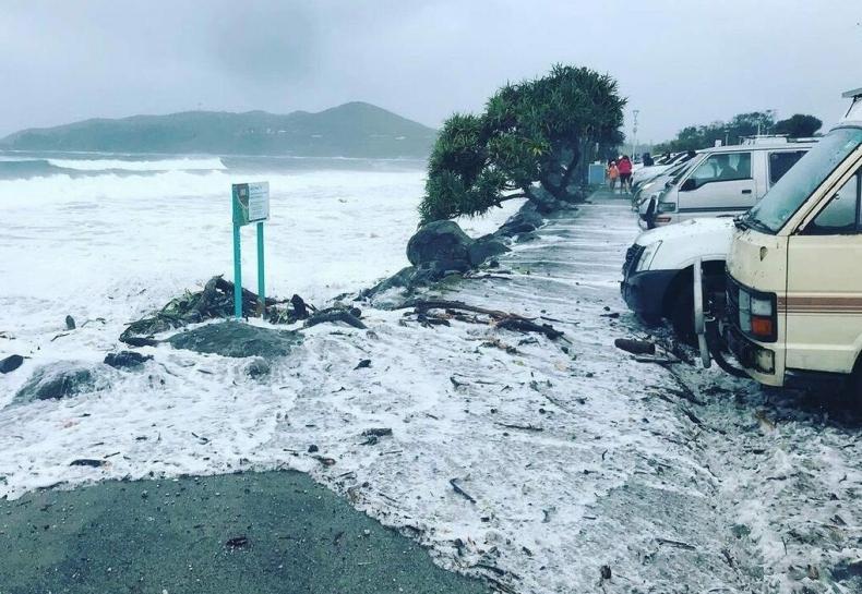 Wzburzony ocean zmył główne plaże Australii [wideo] - GospodarkaMorska.pl