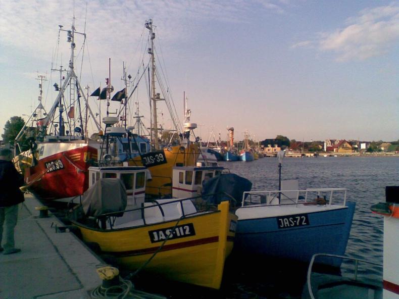 Kraje UE porozumiały się w sprawie uprawnień do połowów ryb - GospodarkaMorska.pl