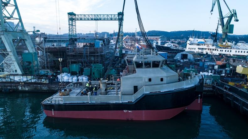 Wodowanie holownika w stoczni Safe (foto, wideo) - GospodarkaMorska.pl