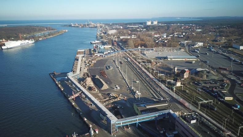 Inwestycja na terminalu promowym w Świnoujściu zmienia go z każdym dniem [wideo] - GospodarkaMorska.pl