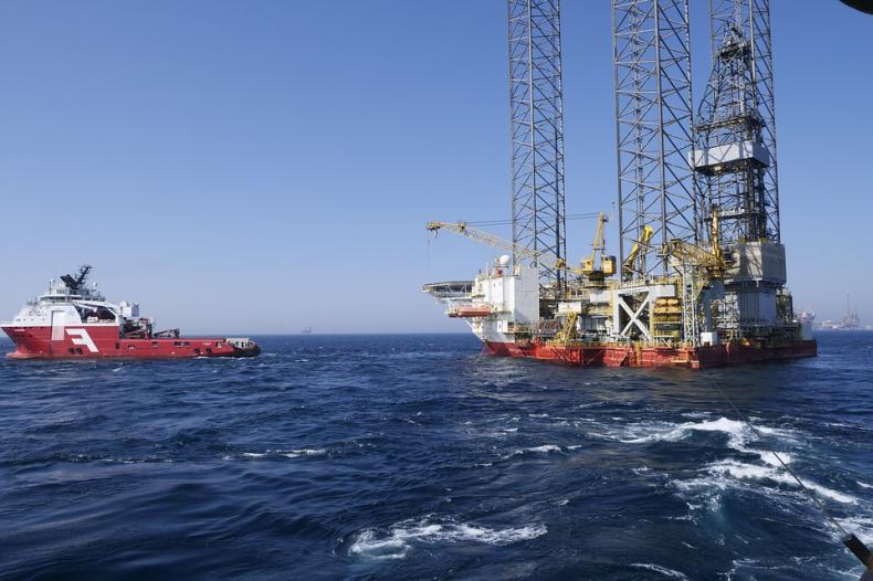 W 2020 roku spadło wydobycie ropy i gazu w Rosji - GospodarkaMorska.pl