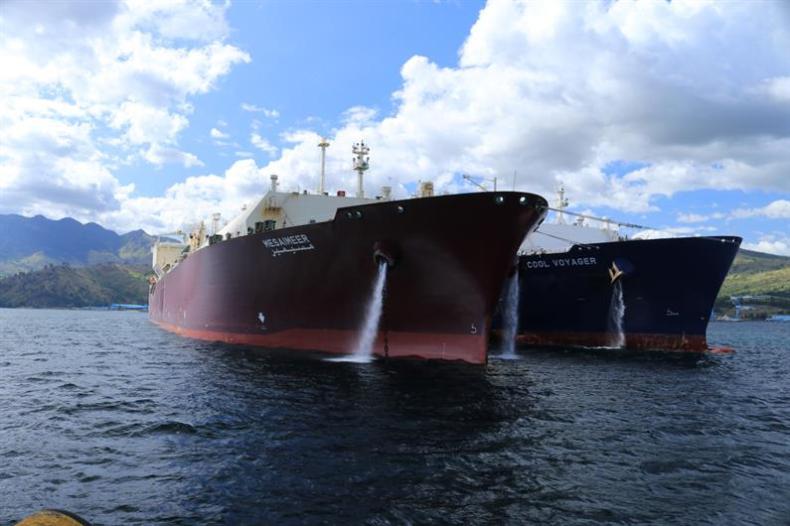 Gazowiec Q-Flex zakończył pierwszy transfer LNG metodą STS - GospodarkaMorska.pl