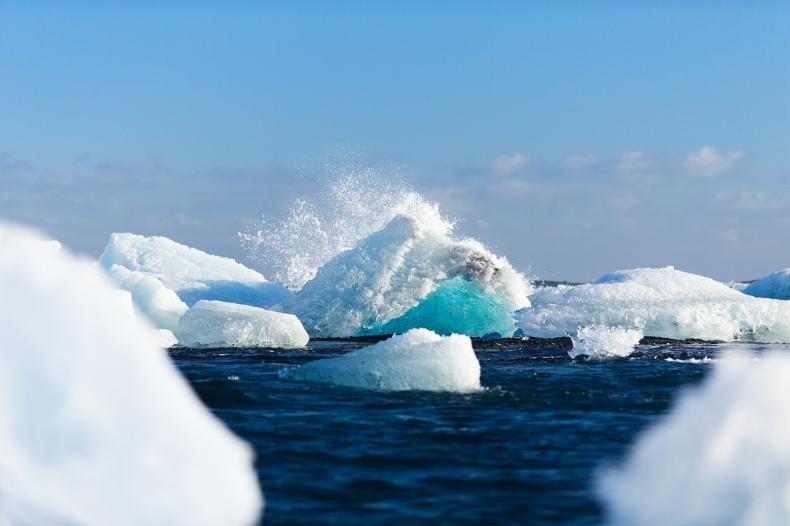 One są wszędzie! Włókna poliestrowe wykryto w całym Oceanie Arktycznym - GospodarkaMorska.pl