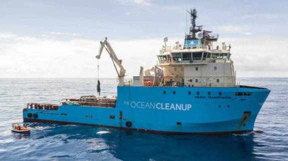 Maersk przedłuża współpracę z The Ocean Cleanup na kolejne trzy lata - GospodarkaMorska.pl