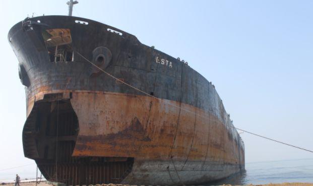 Złomowanie statków na plażach w Bangladeszu dalej przyczynia się do śmierci tamtejszych pracowników - GospodarkaMorska.pl