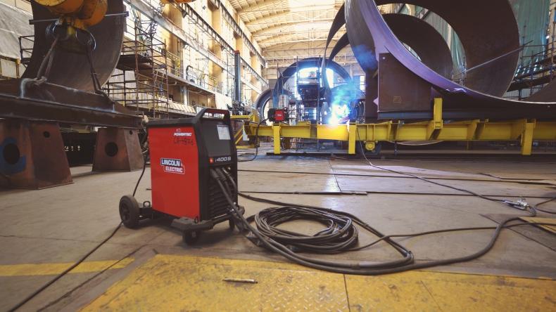 Nowoczesne urządzenia spawalnicze Lincoln Electric w stoczni CRIST [wideo] - GospodarkaMorska.pl
