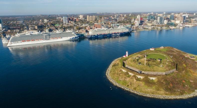 Koszmar linii wycieczkowych trwa. Kanada przedłuża zakaz dla wycieczkowców do 2022 roku - GospodarkaMorska.pl
