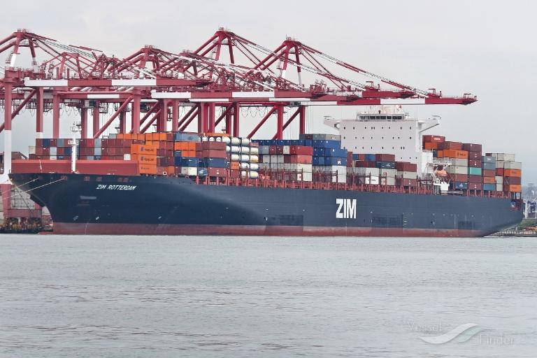 ZIM wyczarteruje kontenerowce napędzane LNG na trasę Azja – USA - GospodarkaMorska.pl