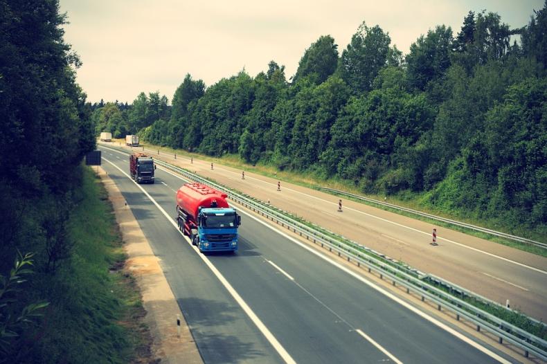 Niemcy: Zamknięcie granic z Czechami i Tyrolem może przerwać łańcuch dostaw towarów w całej Europie - GospodarkaMorska.pl