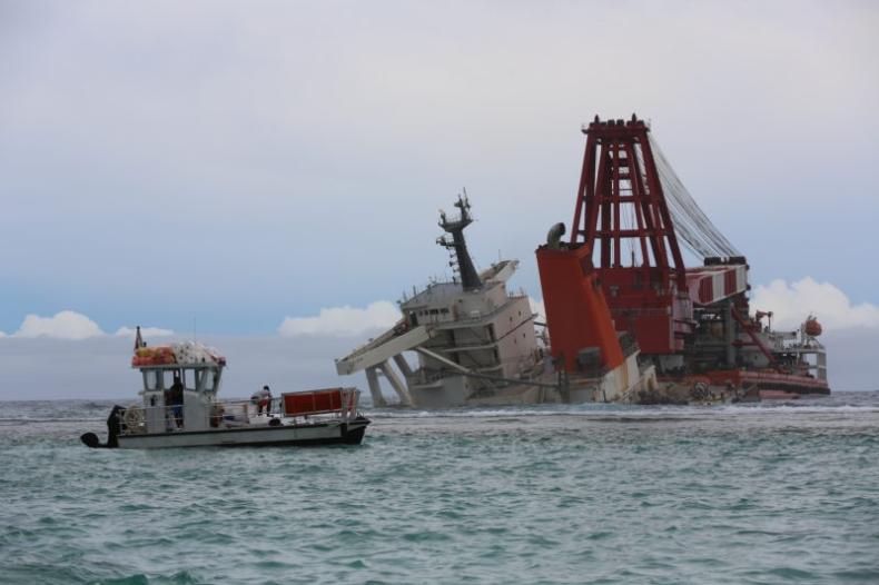 Na Mauritiusie rozpoczyna się demontaż rufy MV Wakashio - GospodarkaMorska.pl