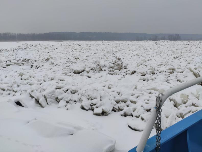 Lodołamacze dotarły do pierwszego dużego zatoru na środkowej Wiśle - w rejonie Woli Brwileńskiej - GospodarkaMorska.pl