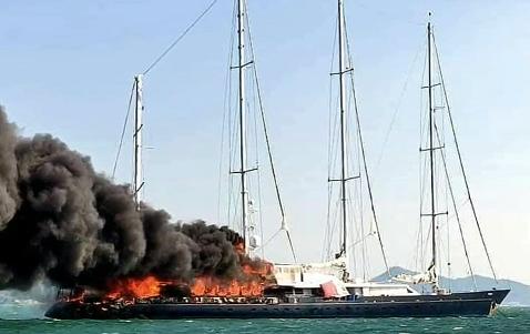75-metrowy jacht zatonął na skutek pożaru - GospodarkaMorska.pl