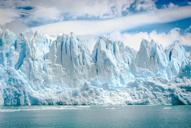 Antarktyda: Od lodowca oderwała się góra lodowa wielkości Londynu - GospodarkaMorska.pl