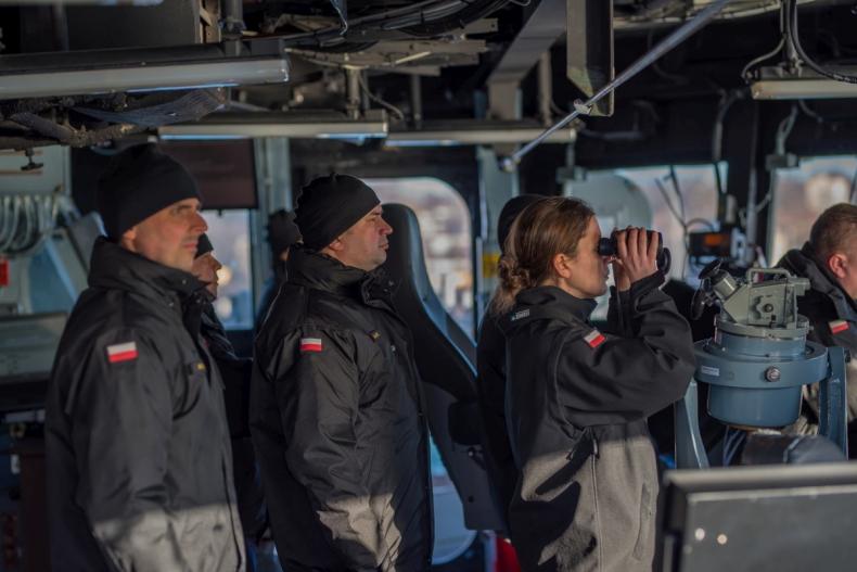 Ćwiczenia okrętu podwodnego ORP Orzeł - GospodarkaMorska.pl