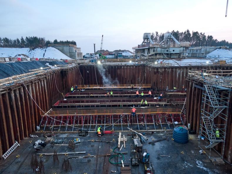 Kolejny etap budowy Kanału Żeglugowego przez Mierzeję Wiślaną - betonowanie płyty dolnej śluzy [foto, wideo - GospodarkaMorska.pl