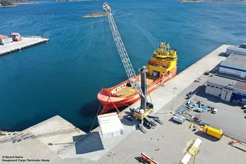 Kolejny żuraw portowy Liebherr LHM 550 zwiększy rozwój portu w Norwegii - GospodarkaMorska.pl