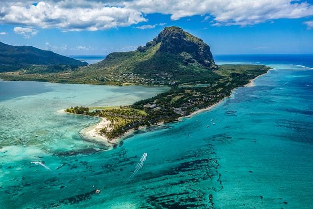 Mauritius: Chiński trawler osiadł na mieliźnie, obawy o wyciek ropy - GospodarkaMorska.pl
