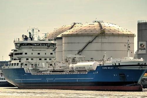VLCC dostarczą olej napędowy do Europy i Afryki  - GospodarkaMorska.pl