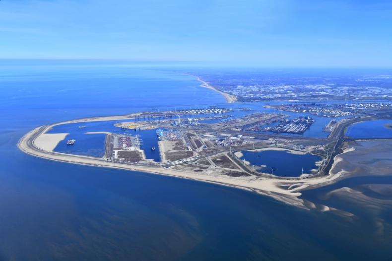 Port w Rotterdamie jest coraz bliżej stania się hubem wodorowym - GospodarkaMorska.pl
