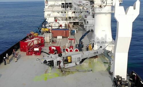 U.S. Navy odzyskała wrak śmigłowca MH-60S z rekordowej głębokości - GospodarkaMorska.pl