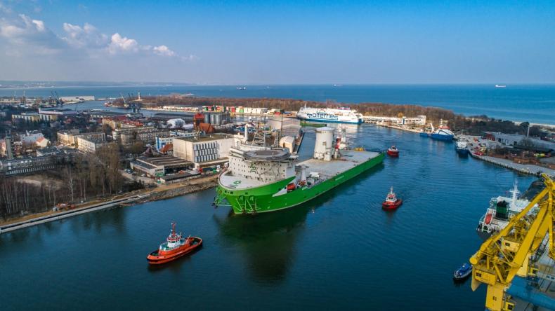 Orion I - offshorowy kolos wszedł do Portu Gdańsk. To na nim runął jeden z największych dźwigów świata - GospodarkaMorska.pl