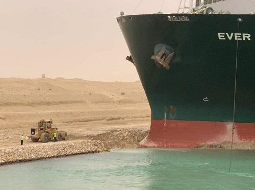 Kanał Sueski nadal zablokowany – próby uwolnienia kontenerowca zakończyły się niepowodzeniem - GospodarkaMorska.pl