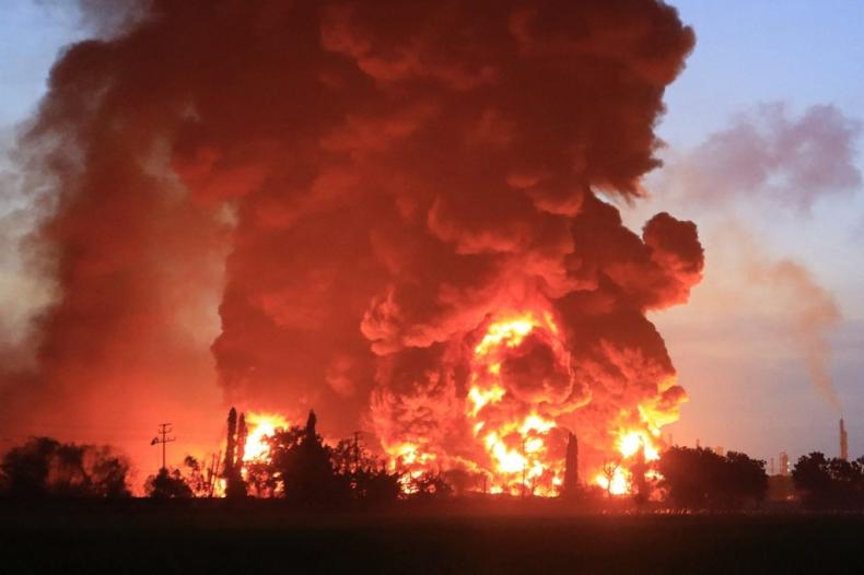 Indonezja: Potężny pożar w rafinerii w prowincji Jawa Zachodnia - GospodarkaMorska.pl