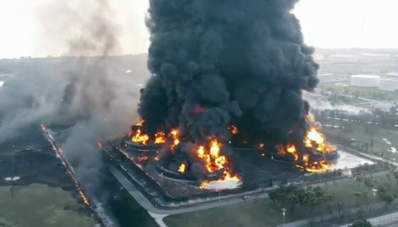 Indonezja: Co najmniej 500 osób ewakuowano z terenów przy płonącej rafinerii - GospodarkaMorska.pl