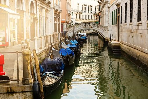 Włoski rząd wyprowadza wielkie wycieczkowce z laguny w Wenecji - GospodarkaMorska.pl