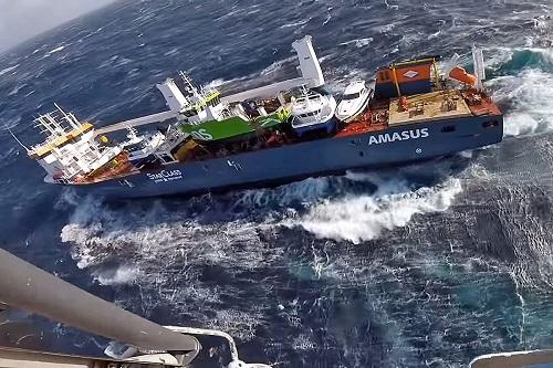 Holenderski frachtowiec wciąż dryfuje u wybrzeży Norwegii, wkrótce początek akcji ratunkowej - GospodarkaMorska.pl