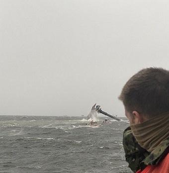 Akcja ratownicza po wywróceniu się statku w okolicach Port Fourchon w Luizjanie - GospodarkaMorska.pl