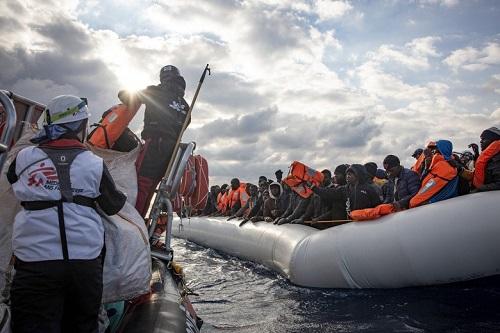 Tunezja: Co najmniej 21 afrykańskich migrantów zginęło podczas przeprawy przez Morze Śródziemne - GospodarkaMorska.pl
