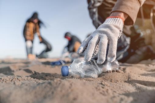 Parlament UE: przeciętny konsument śródziemnomorskich skorupiaków zjada około 11 tys. kawałków plastiku - GospodarkaMorska.pl
