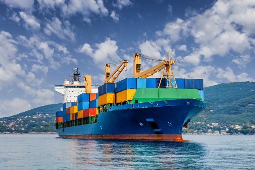 MAN Energy Solutions przeprowadziła niezależne badanie dotyczące dekarbonizacji żeglugi - GospodarkaMorska.pl