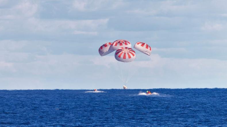 Na wodach Zatoki Meksykańskiej wodowała Kapsuła Dragon SpaceX  - GospodarkaMorska.pl