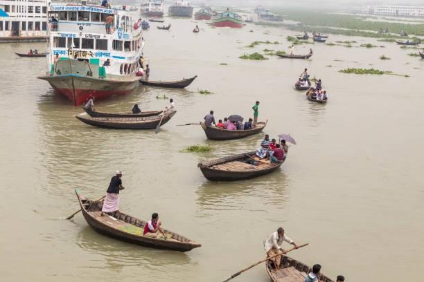 Bangladesz: 25 osób zginęło w zderzeniu łodzi z barką - GospodarkaMorska.pl