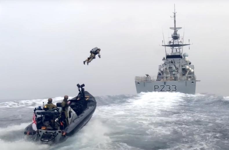 Royal Navy testuje odrzutowy kombinezon na otwartym morzu [wideo] - GospodarkaMorska.pl
