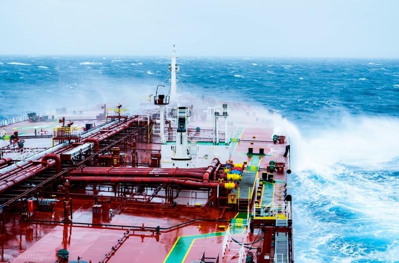 Czy konwertery energii fal mogą dostarczać czystą i opłacalną energię elektryczną do morskiej platformy?  - GospodarkaMorska.pl