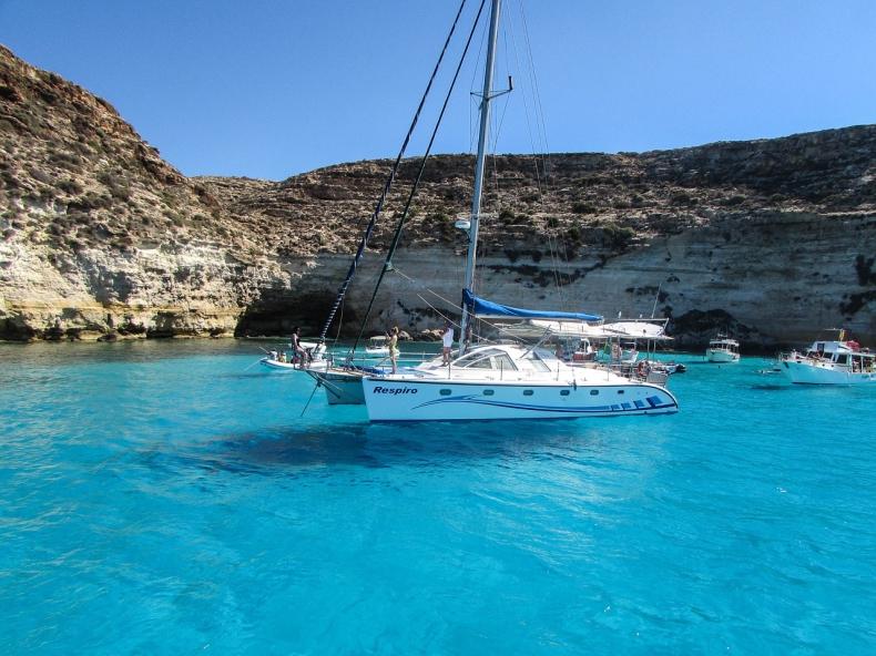 Włochy. Ponad 2100 migrantów przybyło na Lampedusę w ciągu dwóch dni - GospodarkaMorska.pl