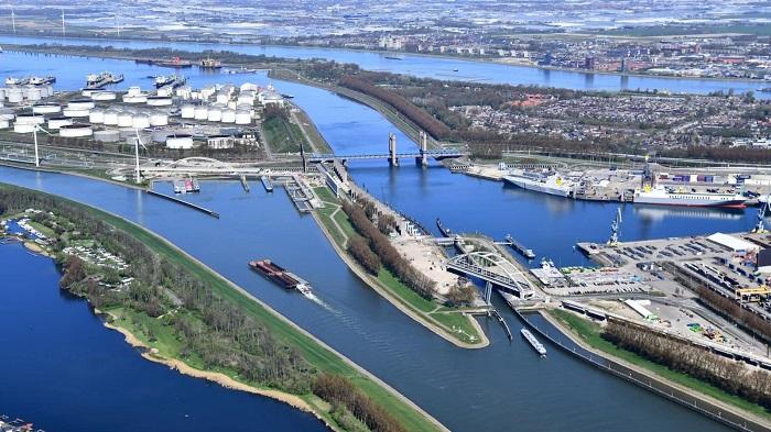 """UE przyznaje prawie 25 milionów euro na """"projekt zielonego portu"""" w Rotterdamie - GospodarkaMorska.pl"""