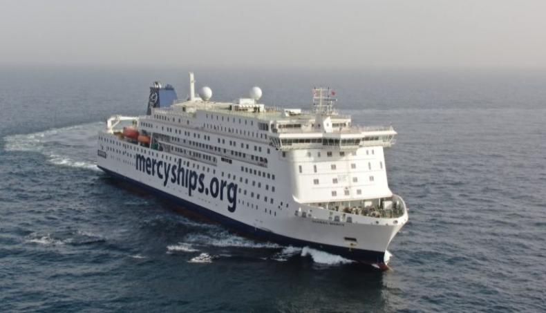 Największy na świecie cywilny statek szpitalny przechodzi próby morskie - GospodarkaMorska.pl