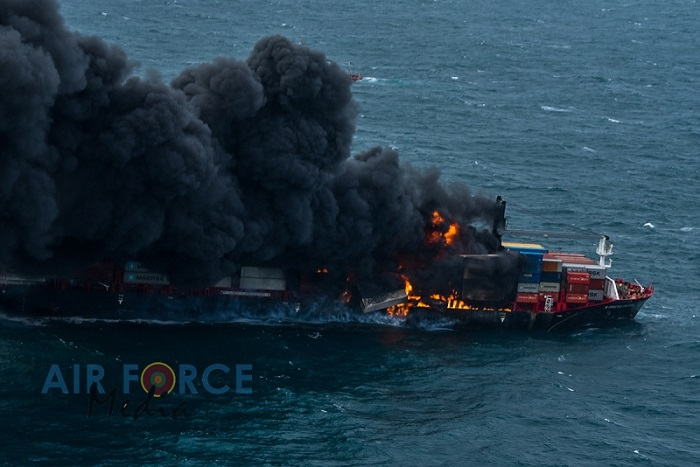 Eksplozja na statku X-Press Pearl, załoga została ewakuowana [wideo] - GospodarkaMorska.pl