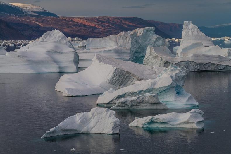 Z topniejącymi lodowcami Grenlandii, topnieje rtęć - GospodarkaMorska.pl