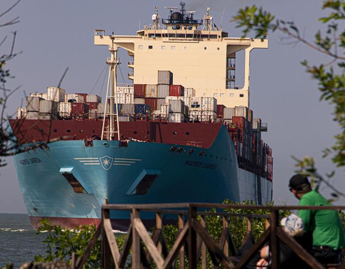 Maersk: Rządy wciąż za sektorem prywatnym w staraniach o dekarbonizację żeglugi - GospodarkaMorska.pl