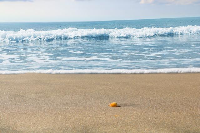 Hiszpania: Katalońskie plaże co roku węższe o 6-10 metrów - GospodarkaMorska.pl