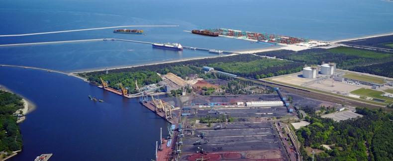 Głębokowodny terminal kontenerowy z gwarancjami premiera  - GospodarkaMorska.pl